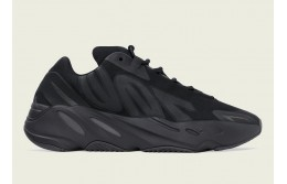 Стильные кроссовки Adidas Yeezy Boost 700 MNVN «Triple Black»